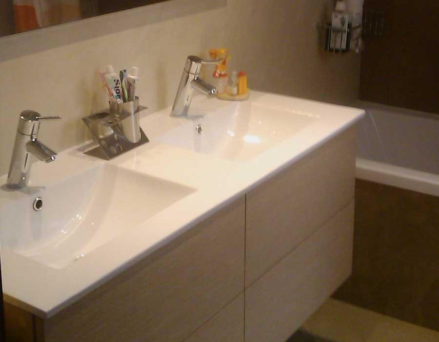 Mueble de baño con 4 cajones con freno y lavabo integrado de porcelana