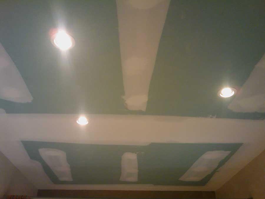 Techo de pladur hidrófugo para el baño e iluminación led philips de 7 w