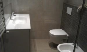 Diseño y reformas de baños con sanitarios suspendidos