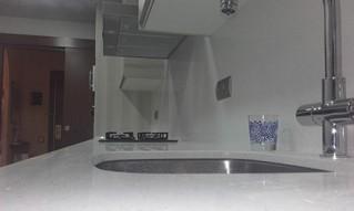 Encimera y el frontal, fabricado en silestone modelo blanco montblanc