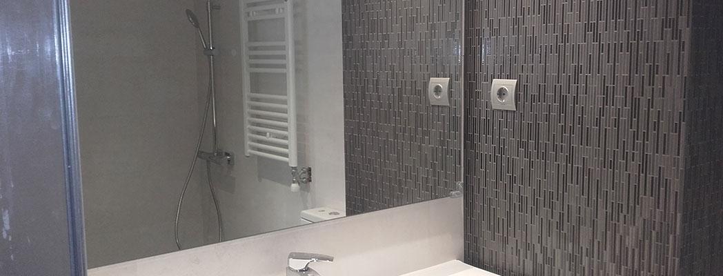 cerámica mosaico y detalle del baño