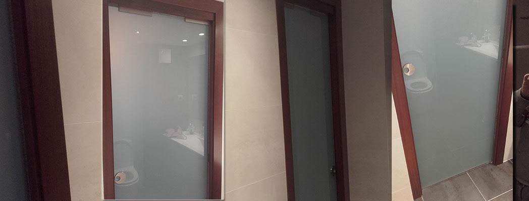 Puerta corredera de cristal con armazón oculto