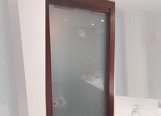 Purta de cristal  corredera para baños suites