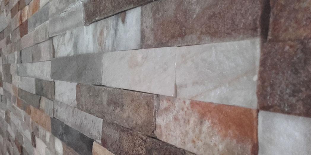 Revestimiento interior con lajas de piedra natural