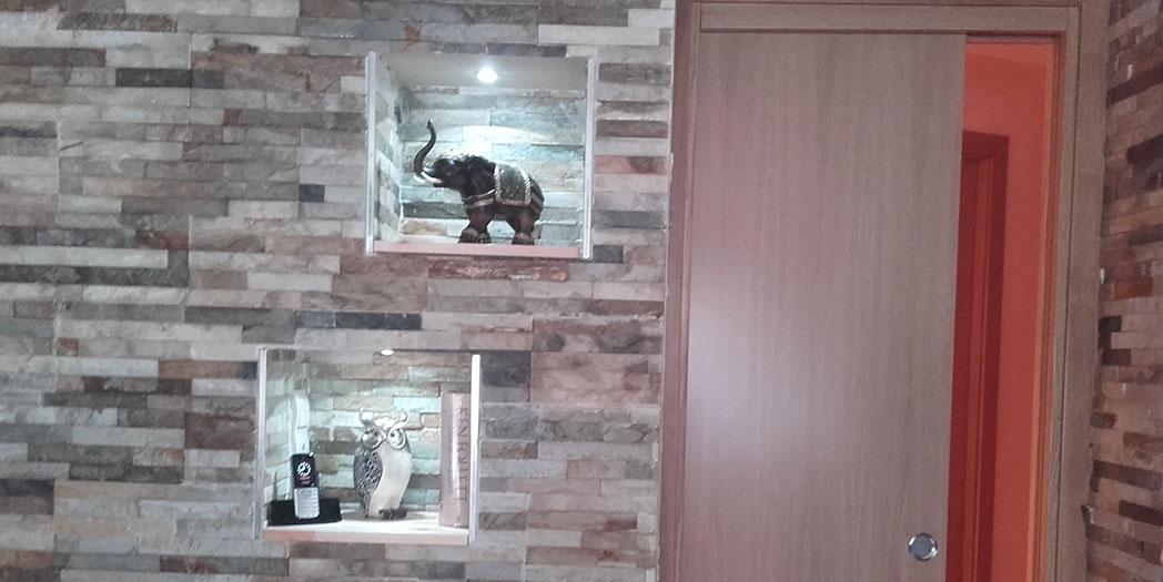 Construcción de cubos decorativos iluminados con led de 0.5 w y revestidos con la piedra natural