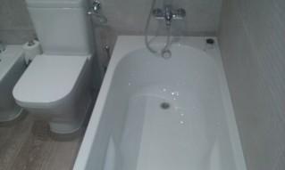 baño-con-bañera-acrílica