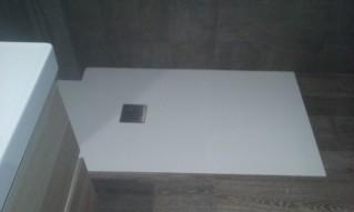 Sustituir la bañera por ducha de carga mineral, nos ofrece muchas posibilidades y ventajas