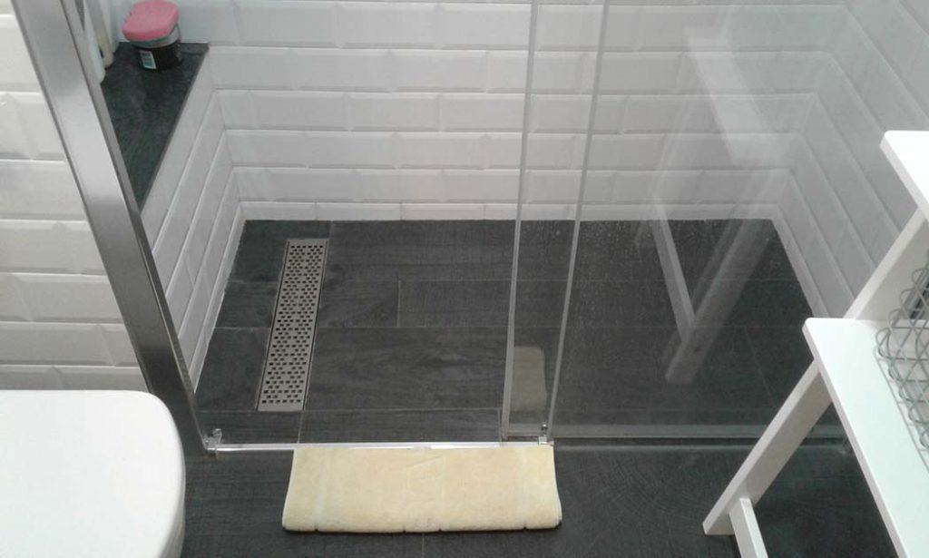 Ba o estilo vintage y plato de ducha de obra ax2 for Plato ducha suelo