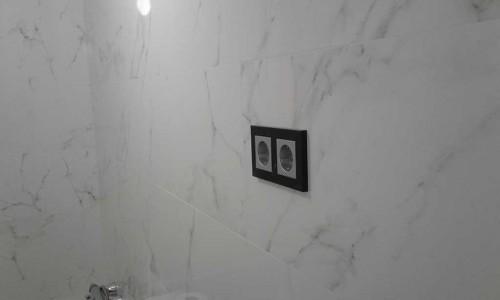 Reforma de baño con cerámica porcelanosa mármol carrara