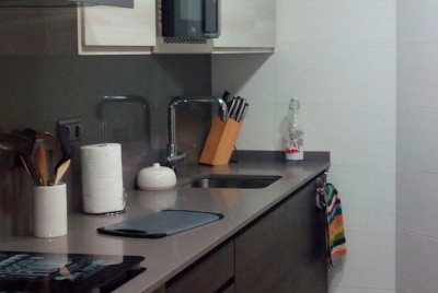 Lavavajillas  y microondas completamente integrados en la reforma de cocina