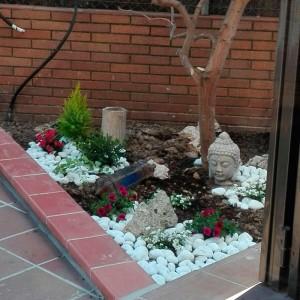 Jardinera decorativa en la reforma de terraza de castelldefels