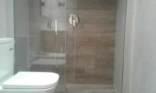 Mampara de ducha PROFILTEK con tratamiento antical
