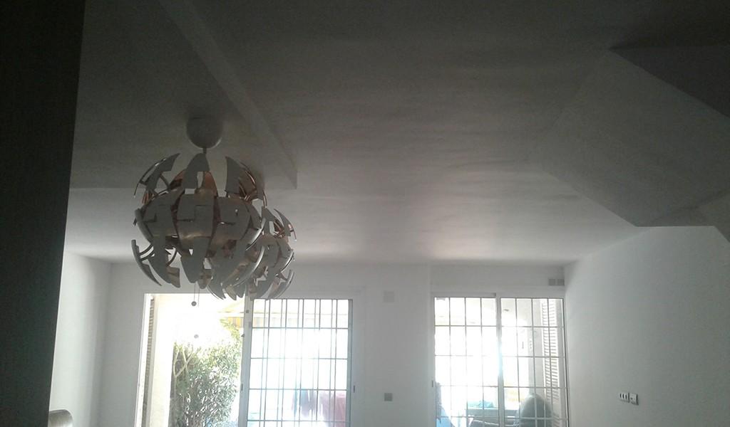 Techo de pladur en el hueco de la cocina, que nos sirve para delimitar la zona de cocina y así podemos realizar las instalación por el techo