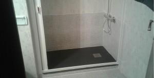 Mampara enrollable, una solución económica y efectiva para evitar que salga el agua de nuestra ducha
