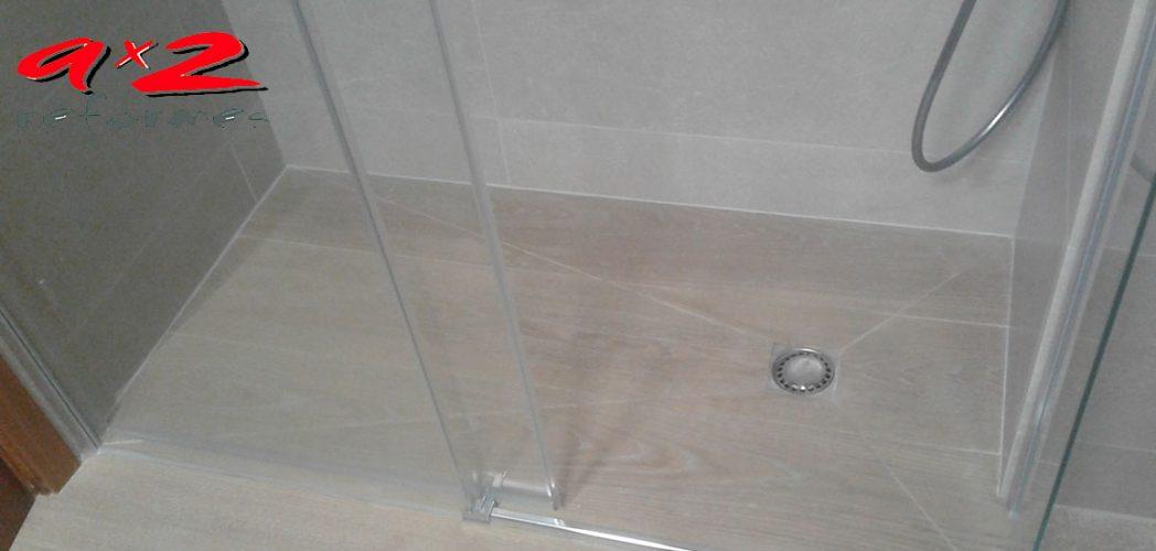 Plato de ducha de obra a medida, con cerámica STARWOOD de porcelanosa antideslizante