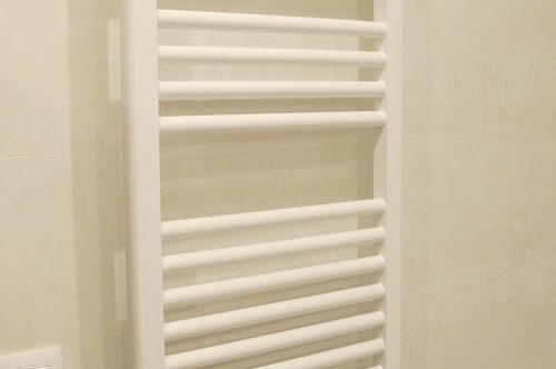 Radiador toallero de 80 cm lacado en blanco cabel