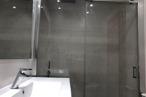 Bañera por plato de ducha de obra y mampara de baño Profiltek
