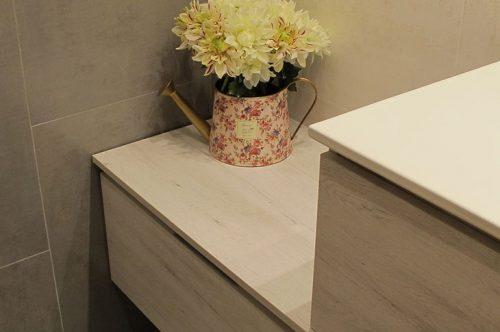 Reforma de baño con mueble de baño suspendido