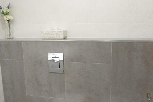 Reforma de baño integral con sanitarios suspendidos