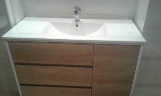 Mueble de baño laterales lacado en blanco y cajones y puerta en madera NATURE
