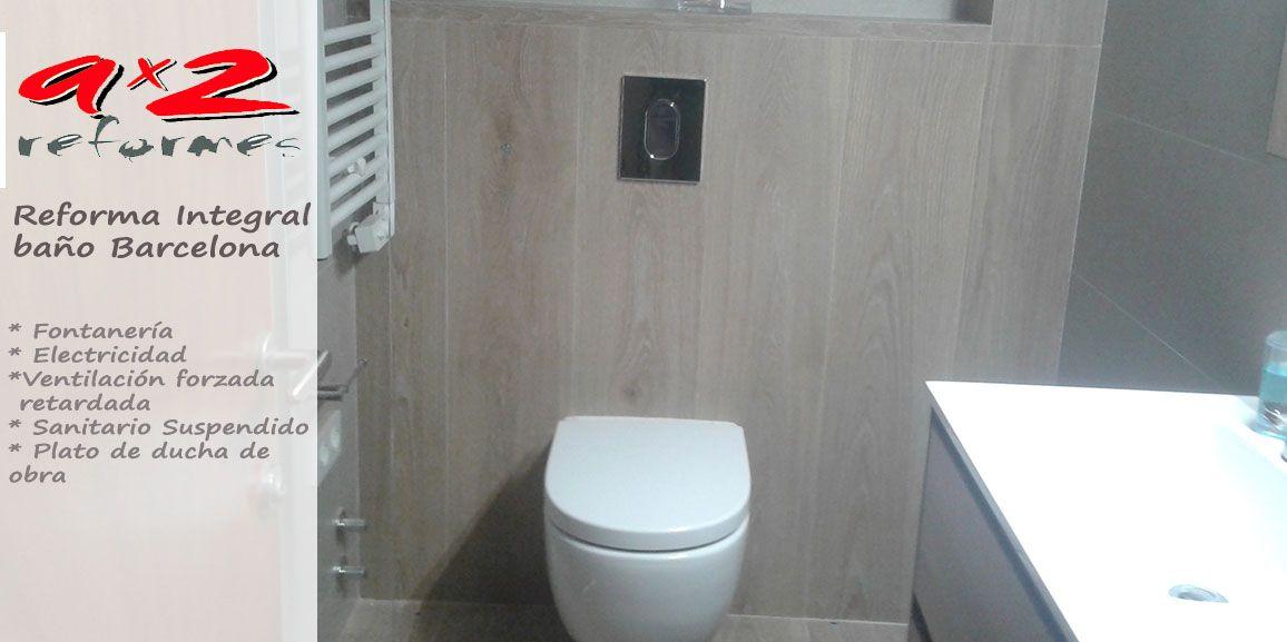 Reforma de baño con sanitarios supendidos y plato de ducha de obra en Barcelona