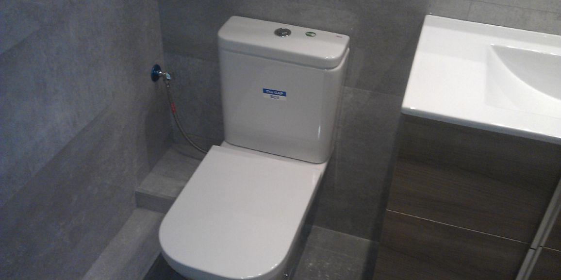 Reformas de baños con platos de ducha de obra